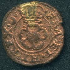 The Maltravers Rose Farthing shown here is one a series of 'transitional mules' that seem to fall the between double and single type groupings.The obverse displays a single arch crown with crossed scepters behind. On this variety the scepters appear extend into the double ring, however based on the poor condition of the coin I am not sure if there are stops with die cracks at these tow points or if the scepters actually extend down.