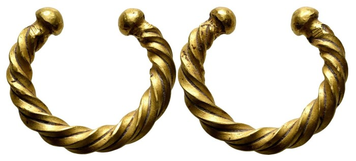 Gold Ring Money - Penannular ring, twisted, ending in globules, late Bronze Age. (29 mm, 16.27 g)